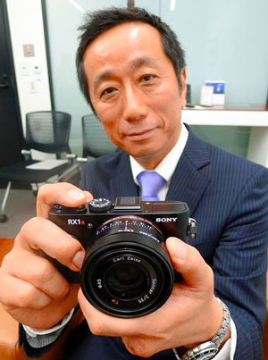 """I shivered when I heard that we received the award"" -- Kimio Maki, a division director of Sony, on the RX1 getting the Camera of the Year award from Camera GP Japan. 