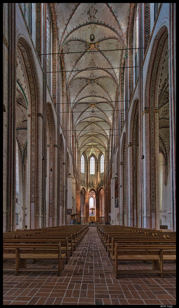 Marienkirche in Lübeck, Germany, built from 1250 to 1350 --  The ceiling of the church is 38 meters high, the highest of this type in the world. -- Stitch of two images shifted in two steps upwards; the upper one shifted to the maximum (you see some blurred parts in the ceiling). | Dierk Topp