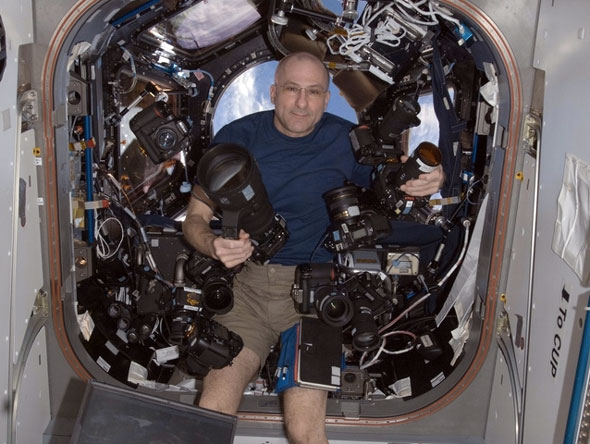 NASA astronaut Donald Pettit wields 10 Nikon DSLRs on the ISS...