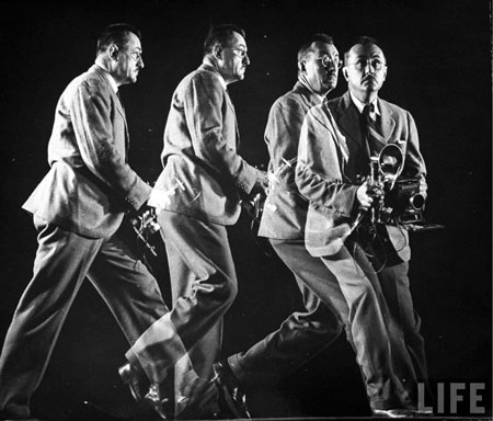 LIFE photographer Wallace Kirkland running, crouching and handling room as he would do on assignment in 1944. | Gjon Mili