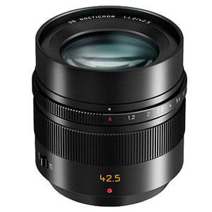 Quite compact, no lightweight, very well built: the Panasonic Leica Nocticron 42.5mm F1.2 O.I.S. is ready for shipping.