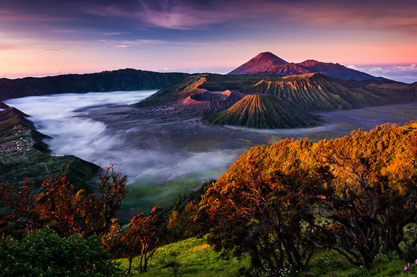 The Bromo volcano massif with Semeru volcano in the background. | Stefan Forster