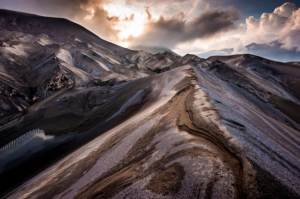 Each new eruption changes the face of Bromo volcano with different ash and slag dunes. | Stefan Forster