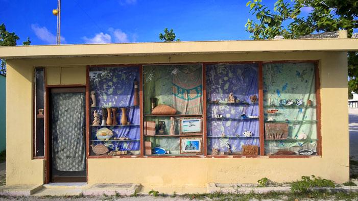Abandoned souvenir shop -- Huraa, Maldives | Nokia Lumia 830 / Daniel Kestenholz